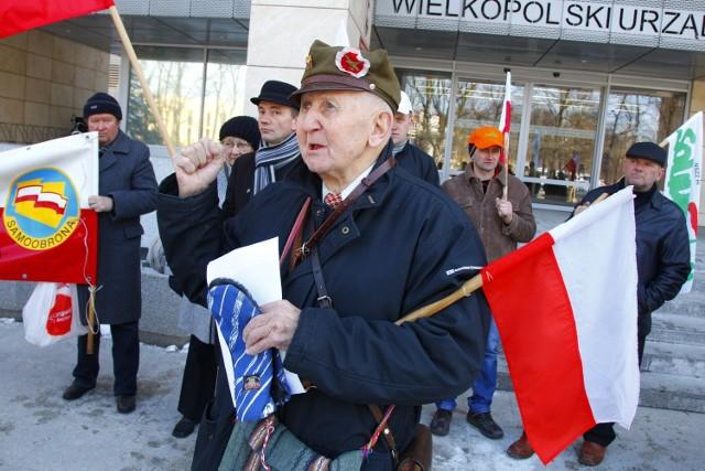 Przez Wielkopolskim Urzędem Wojewódzkim w Poznaniu trwa protest rolników.