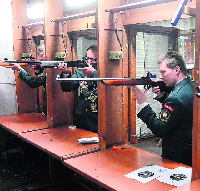 Strzelanie na strzelnicy Magnum.