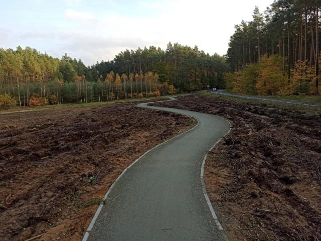 Po co droga rowerowa w okolicach Bożenkowa ma takie zawijasy? - pytają rowerzyści.