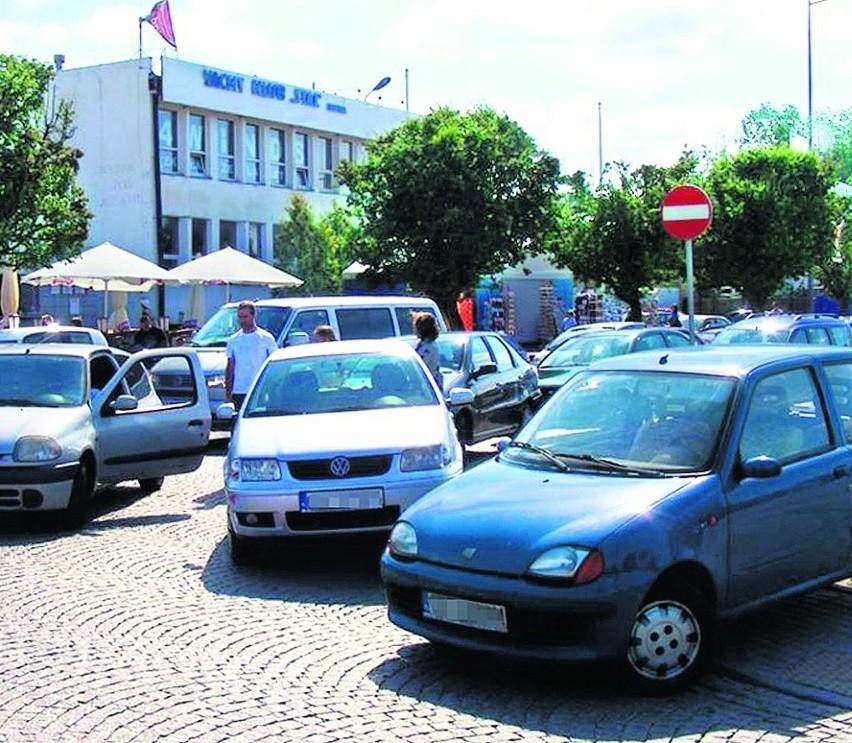 Gdynia: Chcą usunąć auta parkujące na Skwerze Kościuszki