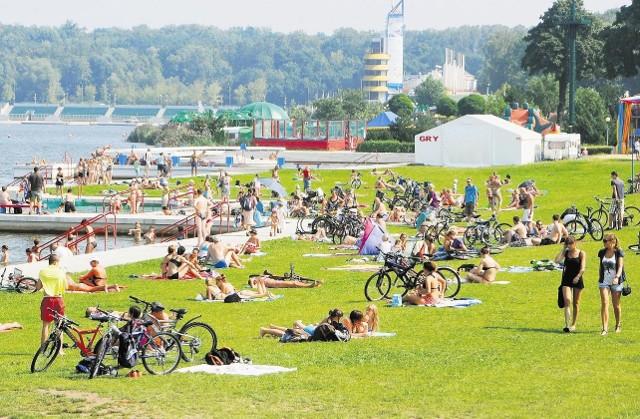 W oba upalne dni mieszkańcy Poznania i innych wielkopolskich miast starali się ochłodzić przy zbiornikach wodnych