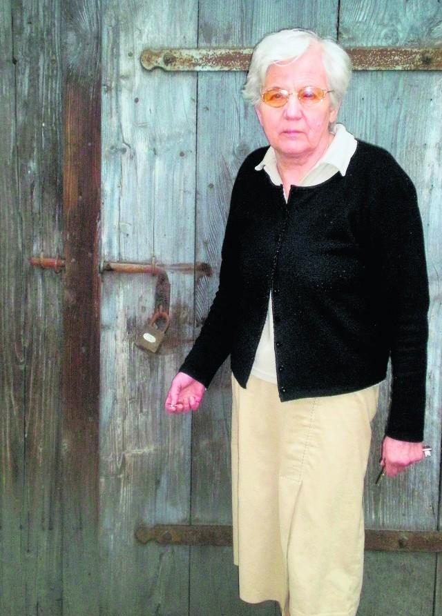 Wojasowie w efekcie przyjęcia  planu tracą dojazd do własnego  garażu. Na zdjęciu Maria Wojas - mama pana Tomasza