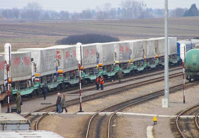 Transport kolejowy jest szybszy od morskiego