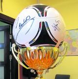 Zdobądź piłkę z podpisami sław. Członkowie gdańskiej Solidarności wystawią ją na aukcję