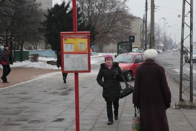 Pasażer chce przeniesienia wiat na przystanki autobusowe