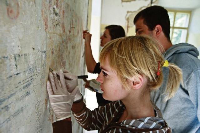 W czasie remontu pałacu pod warstwami farby odnaleziono renesansowe malowidła