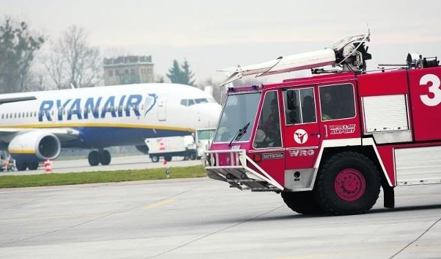 Na lotnisku są dziś trzy barracudy. Wozy do gaszenia samolotów.  Najmłodszy ma 16 lat