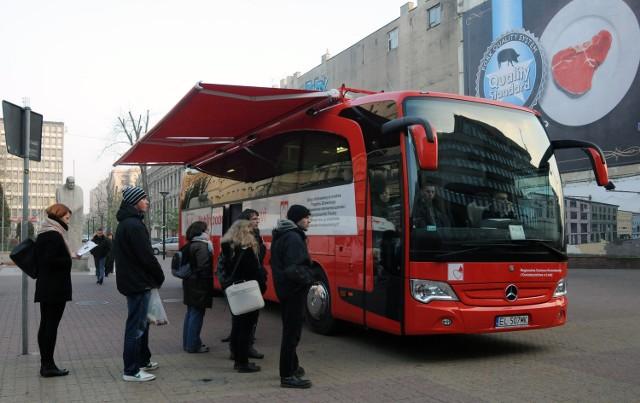 Krew jest pobierana w specjalnym autobusie
