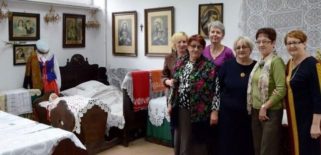 Panie w Izbie Regionalnej.Od lewej: H.Paczkowska,Stramowska,E.Smykowska, I. Klimaszewska,B. PŁaczkowska,J. Reska Fot. Karol Szmagalski