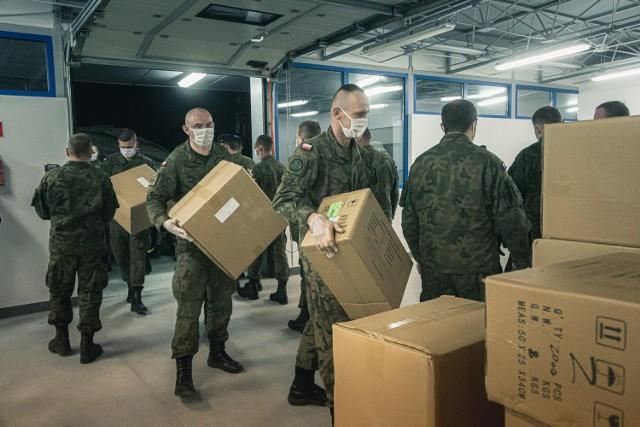 Środki przywiezione przez naszych żołnierzy trafią między innymi do 105. Kresowego Szpitala Wojskowego w Żarach, Szpitala na Wyspie w Żarach oraz do Nowego Szpitala w Szprotawie.