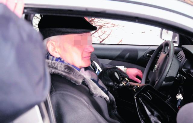 Jan Kosek przyjechał autem na przesłuchanie i do magistratu wśliznął się tylnym wejściem