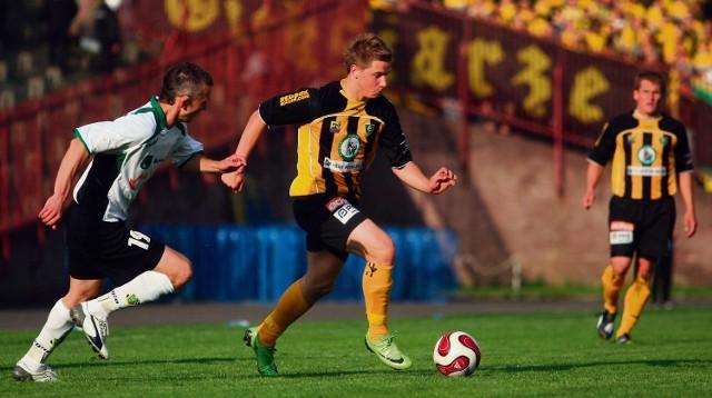 Katowiczanie (żółto-czarne stroje) wygrali w Jastrzębiu i zapewnili sobie utrzymanie w I lidze bez gry w barażach