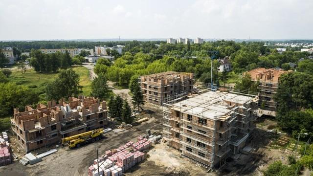Tak obecnie wygląda budowa mieszkań komunalnych przy ulicy Traugutta w Sosnowcu.   Zobacz kolejne zdjęcia. Przesuń zdjęcia w prawo - wciśnij strzałkę lub przycisk NASTĘPNE