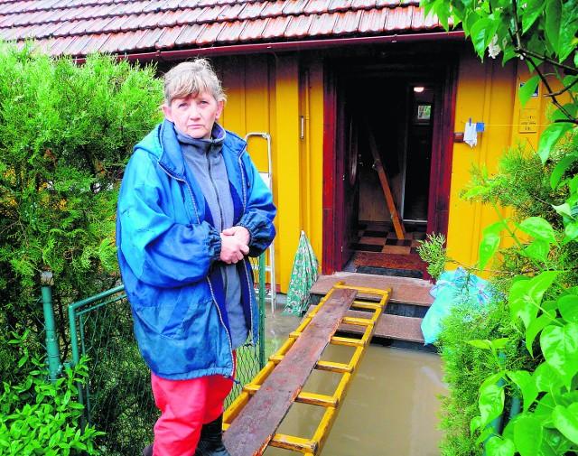 Ewa Rembowska do domu musi wchodzić po drabinie. Obawia się, że znów straci meble