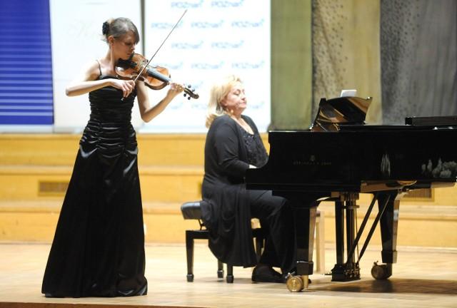 Dominika Firlewicz z Łodzi jest wśród tych młodych skrzypków, którzy rywalizują w Poznaniu w Konkursie Telemanna. przy fortepianie towarzyszy jej Elżbieta Różycka-Przybylak