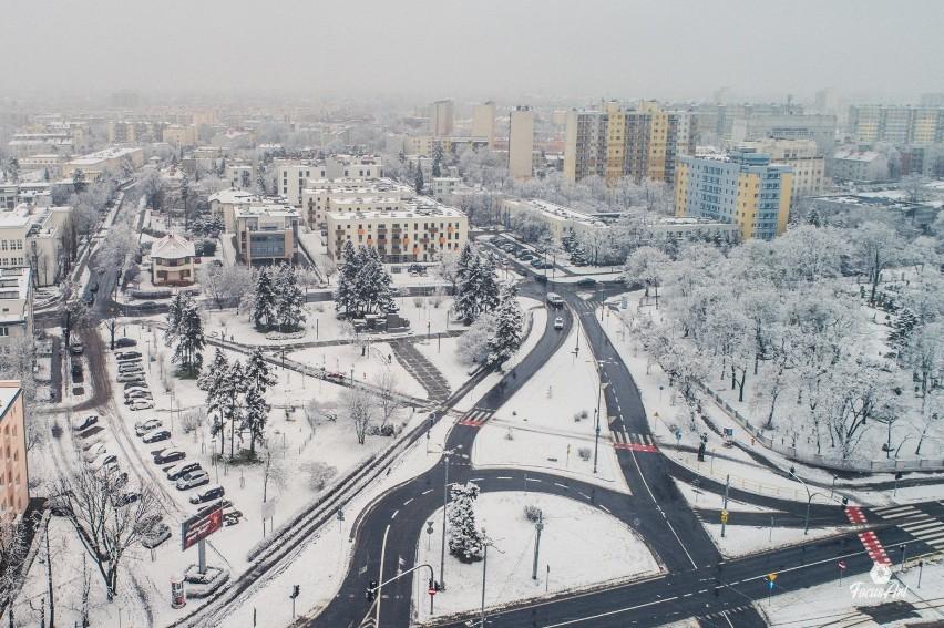 Toruń zimą z drona. Tak wygląda całe miasto w śniegu z lotu ptaka! Fascynujące zdjęcia!