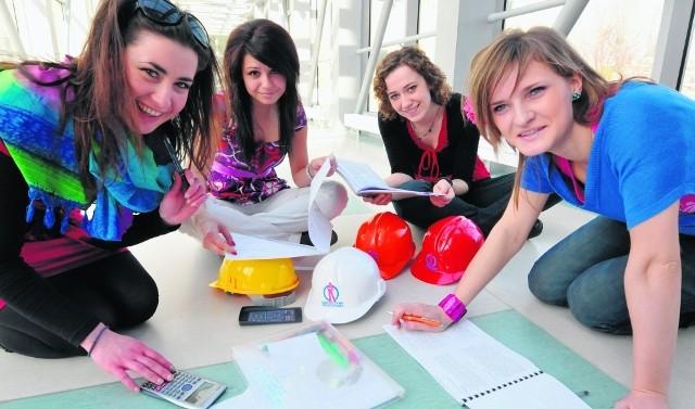 Studentki PG: Jolanta Rapiej, Katarzyna Groszek, Anna Okrój i Katarzyna Laszecka