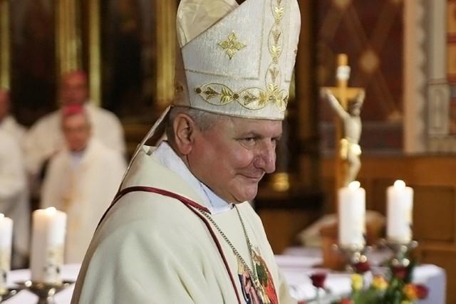 Biskup Edward Janiak napisał list do biskupów. Zarzuca prymasowi Polski kompromitowanie Kościoła