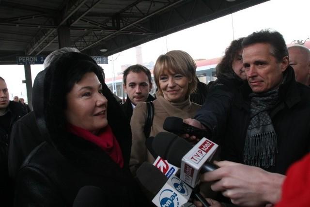 Piątkową wizytę Zdanowskiej w Warszawie można potraktować jako przyjacielski rewanż. Przed drugą turą wyborów samorządowych to Gronkiewicz-Waltz przyjechała do Łodzi, aby wesprzeć koleżankę z Platformy.
