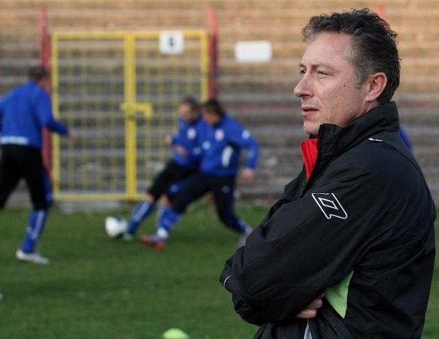 Trener Ryszard Tarasiewicz testuje pomocnika z Izraela