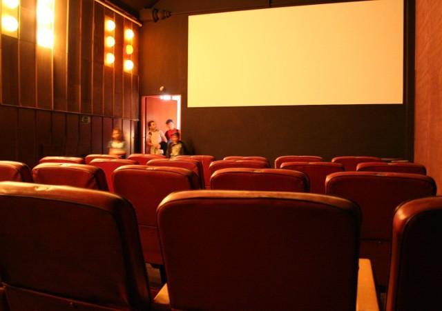 Projektory cyfrowe do wyświetlania filmów w technologii 3D pojawią się w niedużych kinach