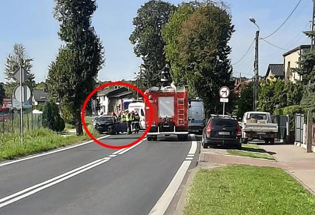 Wypadek w Świerklańcu na trasie Dk 78.  Zobacz kolejne zdjęcia. Przesuwaj zdjęcia w prawo - naciśnij strzałkę lub przycisk NASTĘPNE