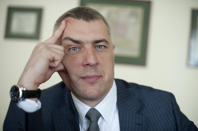 Roman Giertych, ponieważ nie doczekał się sprostowania, pozywa ojca dyrektora do sądu