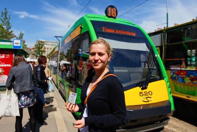 Liwia Wiśniewska zdecydowała, że sieciówkę kupi na cały rok. W ten sposób zaoszczędzi 154 zł