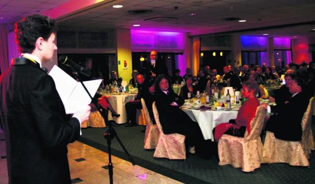 """Rotarianie zorganizowali bal w ramach akcji """"Pomóżmy zobaczyć świat rękoma"""""""