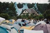 Kokotek: Festiwal Życia 2021 - ZDJĘCIA. Pierwszego dnia kilkuset młodych ludzi przybyło na miejsce