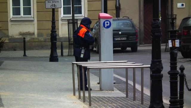 Strefa płatnego parkowania w Poznaniu będzie obowiązywać od poniedziałku do piątku, w godzinach 8-18. Zostanie wprowadzona także w soboty, od godziny 8 do 14