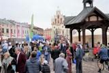 Tłumy na Dniu Serca na Rynku w Rzeszowie. Występy, atrakcje i gigantyczny kocioł
