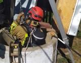 56-latek z Przysiek, który wpadł do 20-metrowej studni, jest cały i zdrowy. Miał mnóstwo szczęścia