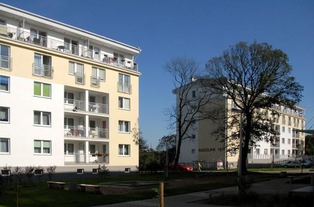 Bloki z mieszkaniami komunalnymi na osiedlu Nadolnik w Poznaniu
