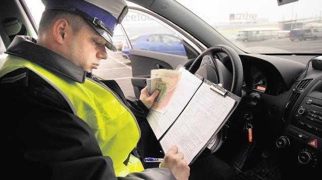 Policja będzie mogła karać punktami karnymi m. in za zakrywanie tablic rejestracyjnych