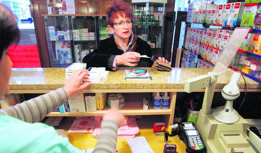 Pani Grażyna Szewczyk kupuje leki w sosnowieckiej aptece