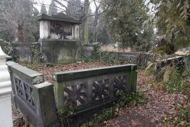 Z pieniędzy uzyskanych z ostatniej kwesty na Starym Cmentarzu przy ul. Ogrodowej wyremontowany zostanie pomnik rodziny Fulde.