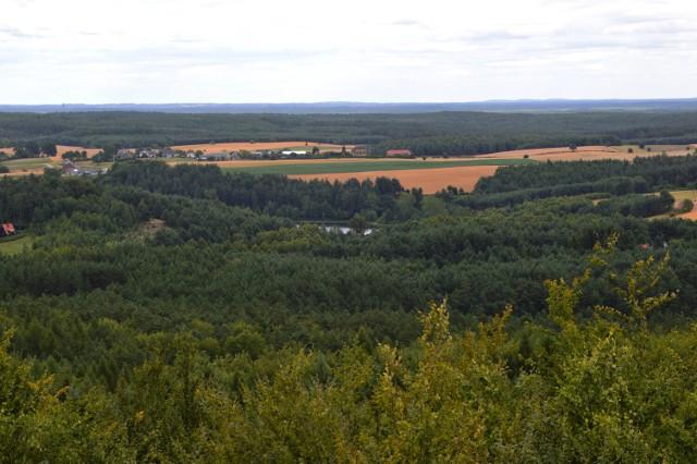 Takie widoki rozciągają cię z wieży widokowej na Górze Siemierzyckiej pod Bytowem