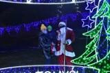 W Nowym Tomyślu zapalono świąteczne ozdoby i iluminacje. Miasto wygląda przepięknie!