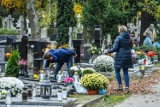 Czy cmentarze będą otwarte 1 listopada? Handlowcy boją się, że nie zarobią