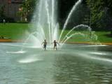 Poznań: Zakaz kąpieli w fontannach. Można ciężko zachorować!