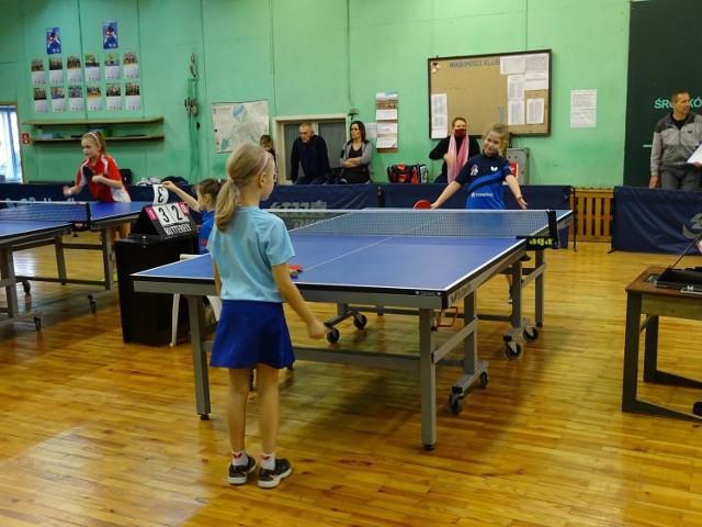 Dzieci rywalizowały w tenisie stołowym w noworocznym turnieju w Chełmnie