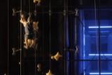 Na 6. piętro dotarł szybciej niż winda. Niesamowite widowisko na ścianie warszawskiego budynku