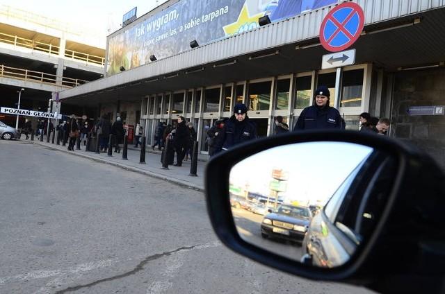 Wkrótce przed dworcem w Poznaniu zakaz zatrzymywania ma przestać obowiązywać.