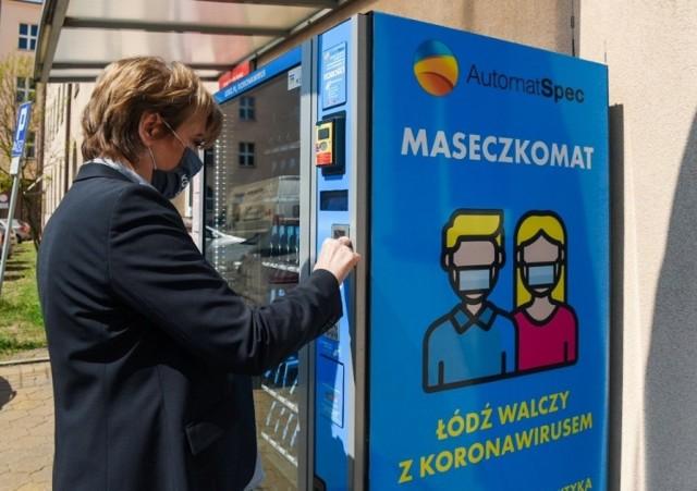 Zakupione przez magistrat maseczkomaty stanęły w Łodzi w Kwietniu ub.r.