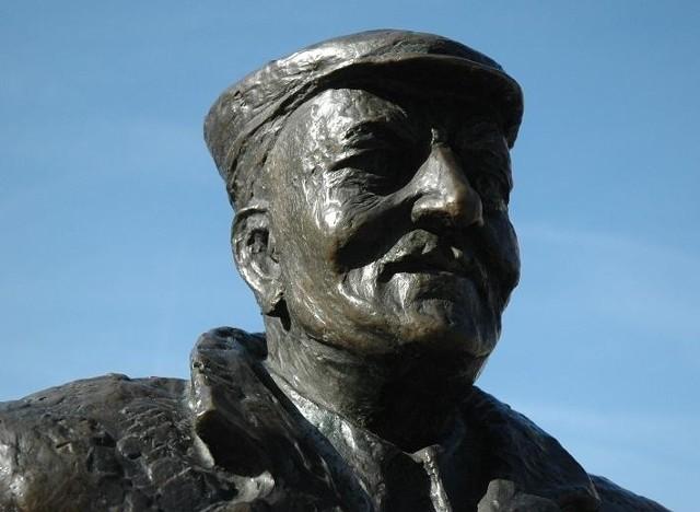 Pomnik Starego Marycha na ul. Półwiejskiej w Poznaniu