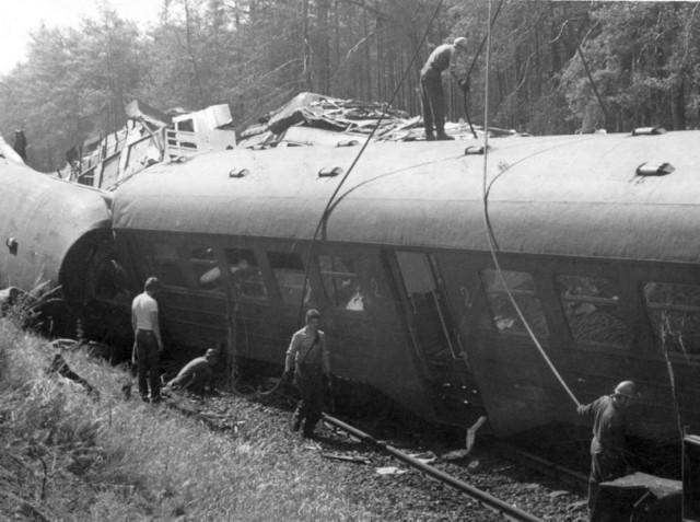 Od największej katastrofy kolejowej w Polsce minęło 40 lat. Pod Otłoczynem zginęło 67 osób.