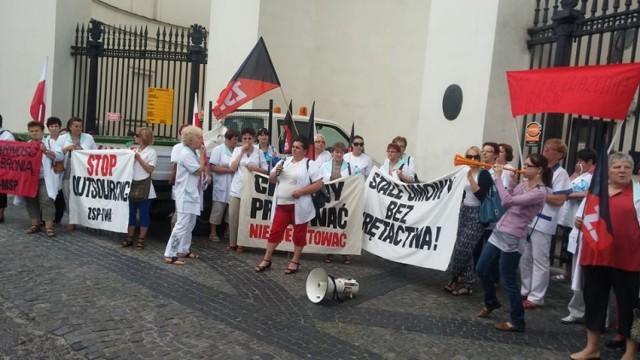 Protest sprzątaczek z Bełchatowa w Warszawie