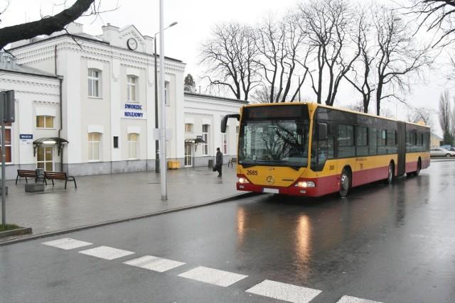 Czy zrobienie krańcówki autobusowej po drugiej stronie torów usprawniłoby komunikację?