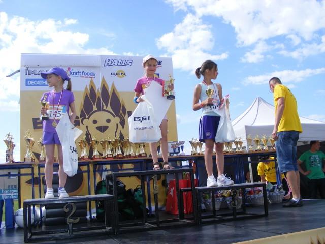 Zanim na ulice Tarnowa Podgórnego wybiegło około tysiąca biegaczy, uczestników półmaratonu, Bieg Lwa, na tartanowej bieżni stadionu rywalizowały dzieci.